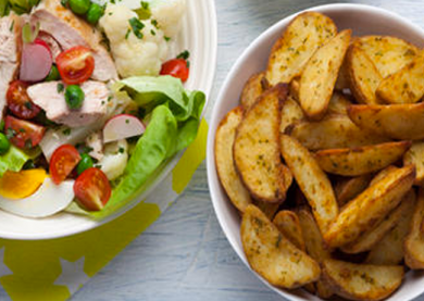 SALADE DE PRINTEMPS ET COUNTRY POTATOES AUX HERBES
