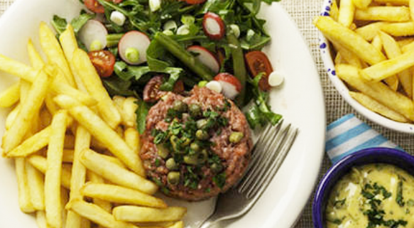 STEAK TARTARE, SALADE MIXTE ET FRITES McCain TRADITION